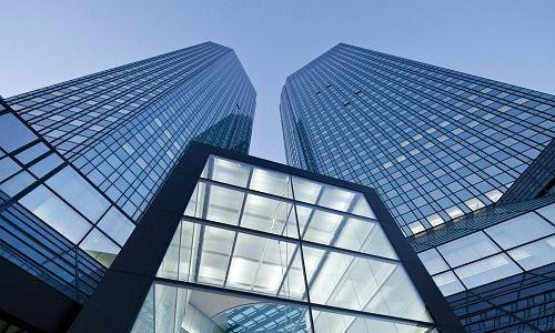 Wirtschaftspolitik - Regierung wirbt für Fusion von Deutscher Bank und Commerzbank