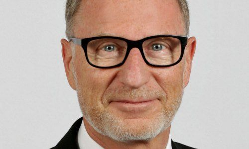Julius Baer CEO bows out at private banking peak