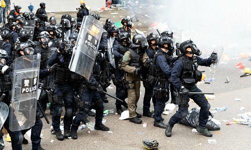 Violenti combattimenti di strada a Hong Kong (Immagine: Shutterstock)