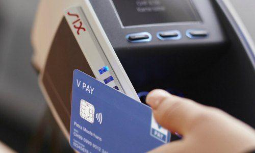 Absprachen bei Bezahldiensten? - Weko ordnet Razzien bei Schweizer Finanzunternehmen an