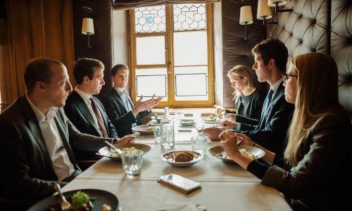 Junge-Privatbank-Kunden-Kaum-mehr-Vertrauen-in-Grossbanken-CEO