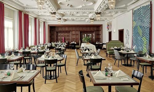 Hotel Castell: Financiers zum Nachtisch